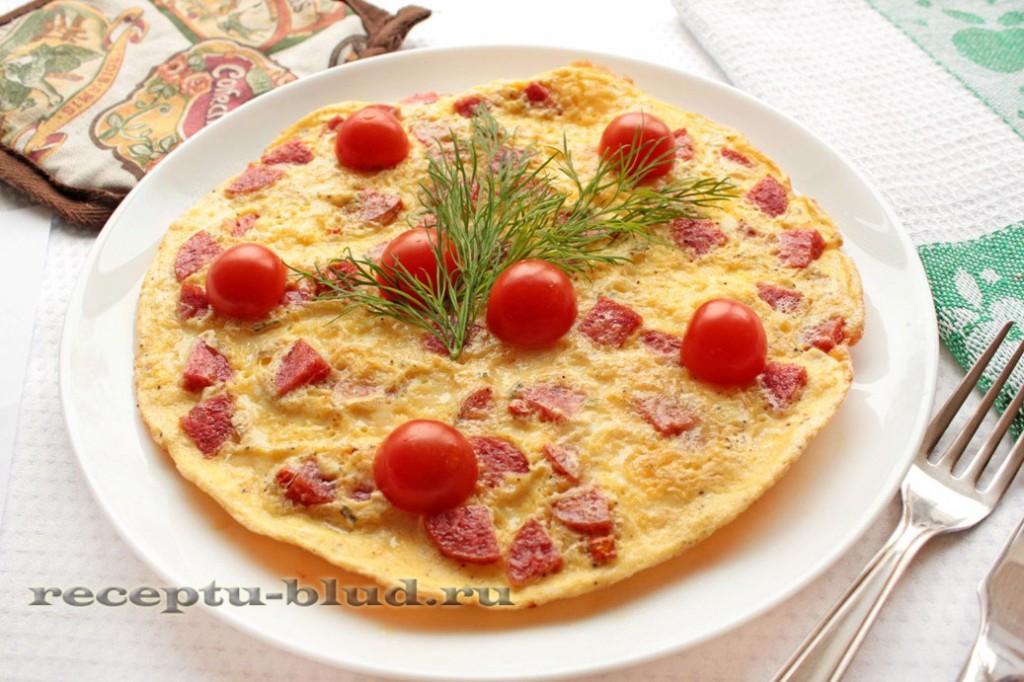 Яичница с колбасой