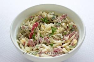 Салат из свежей капусты с колбасой копченой