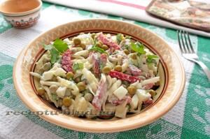 Простой салат из белокочанной капусты с колбасой