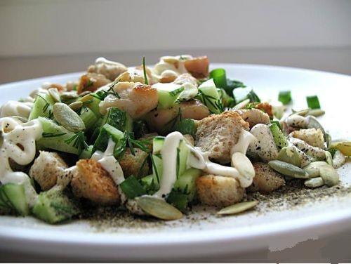 Салат из курицы с огурцами