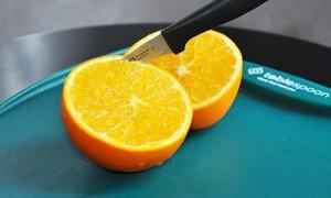 апельсин разрежьте пополам