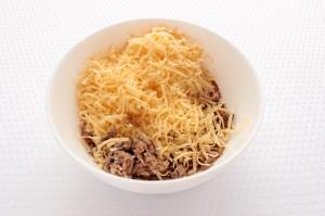 шпроты с тертым сыром