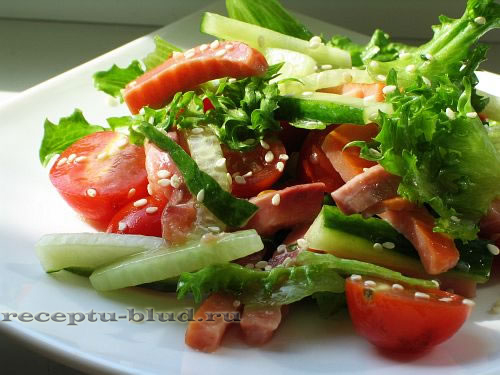 Салат с копченым лососем