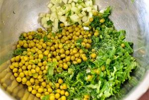 Смешайте зеленые ингредиенты