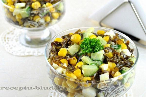 Салат с морской капустой, кукурузой, яйцом и огурцом