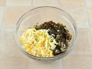Салат с морской капусты и яиц