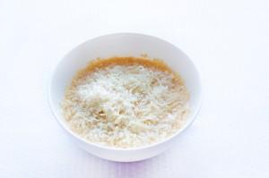 Добавьте тертый сыр