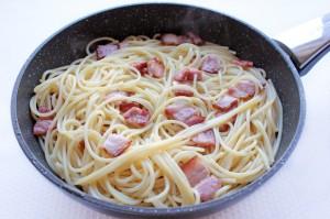 Добавьте спагетти к букону