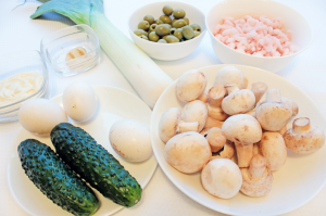Ингредиенты для слоеного салата с креветками
