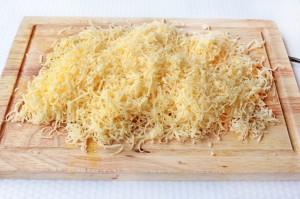 Сыр на средней терке