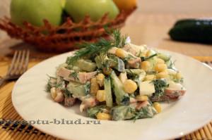 Салат с копченной грудкой и огурцом