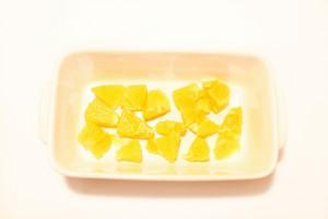 Апельсины выложите на дно