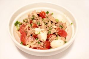 Салат с тунца и помидоров