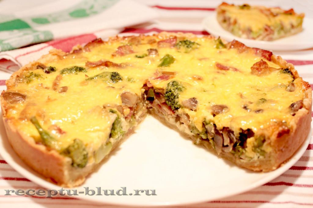 Пирог с грудинкой, грибами и брокколи