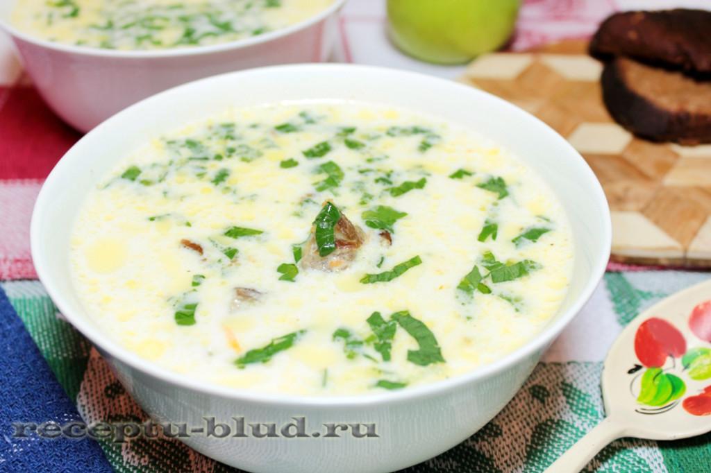 Сырный суп с копчеными ребрами