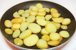Поджарьте картофель