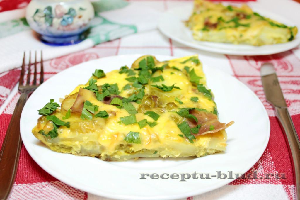 Картофельный пирог с горошком и хамоном на сковороде
