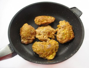 Обжарьте куриную печень