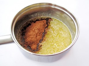 Добавьте к сиропу какао