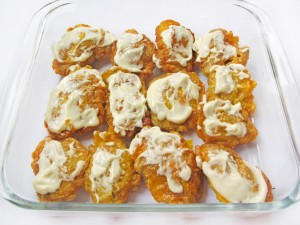 Выложите печень в форму