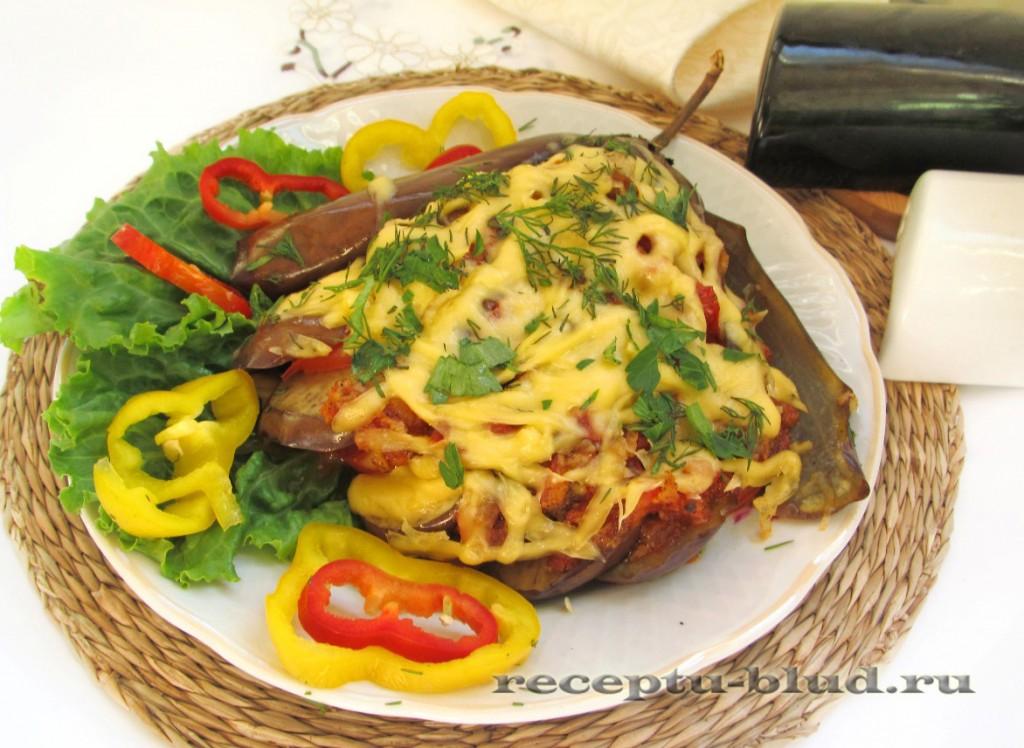 Баклажанная закуска с помидором под сыром