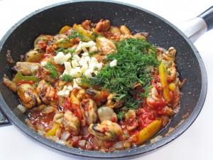 Теплый салат из мидий