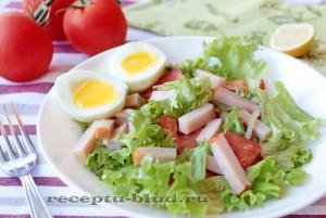 Салат с балыком и помидором