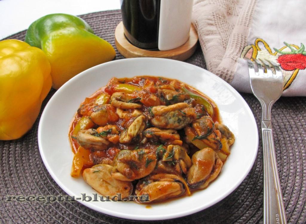 Теплый салат с мидиями и болгарским перцем