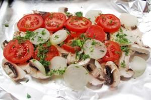 Поместите овощи в форму