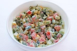 Салат с семгой слабосоленой и свежим огурцом