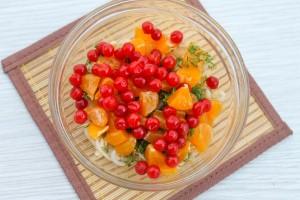 Калина с мандаринами и ростками чечевицы