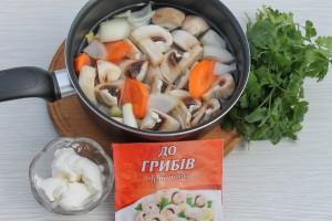 Отварите овощи с шампиньонами