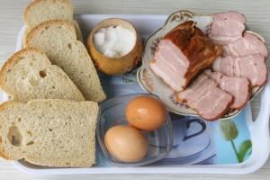 Ингредиенты для яичницы в хлебе