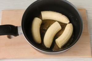 Обжарьте бананы