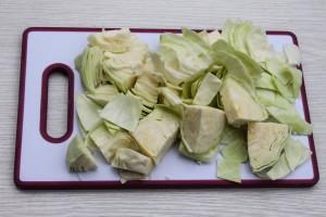 Нарежьте капусту квадратами