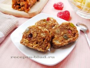 Десерт из кукурузных палочек с карамелью
