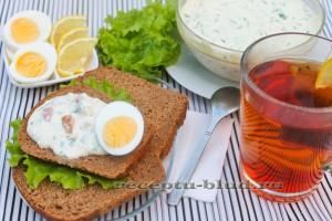 Домашний плавленый сыр с ветчиной и зеленью