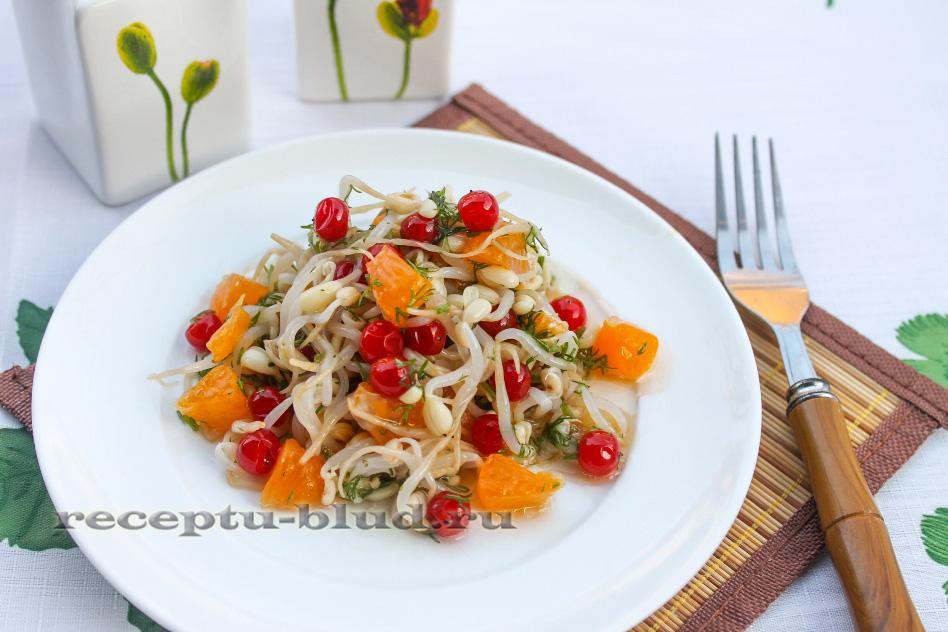 Витаминный салат с калиной и мандаринами
