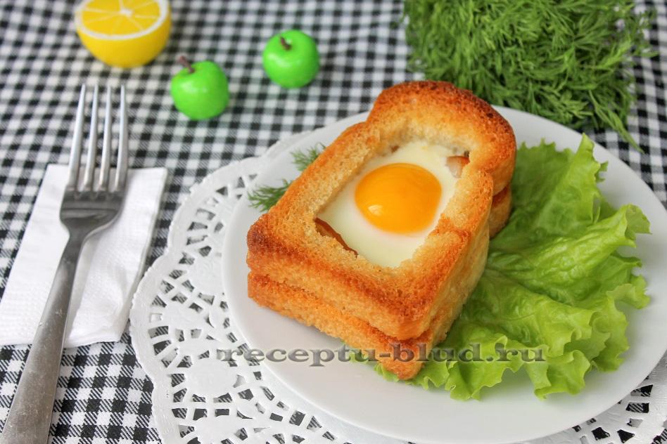 Запеченная яичница с ветчиной в хлебе