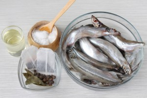 Ингредиенты для приготовления шпрот в домашних условиях