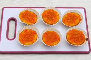 Кексы в формочках с мандариновой карамелью