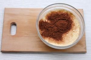 Добавьте какао в тесто