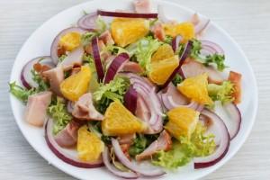 Апельсин в салате