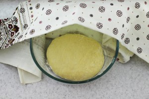 Поставьте тесто в теплое место на час