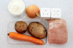 Необходимые ингредиенты для супа с пельменями