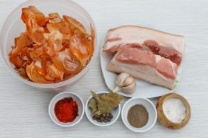 Ингредиенты для приготовления сала в луковой шелухе
