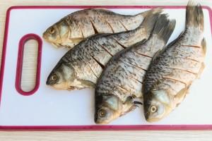 Караси, жаренные в микроволновке – кулинарный рецепт