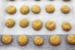 Разделите тесто на порционные шарики