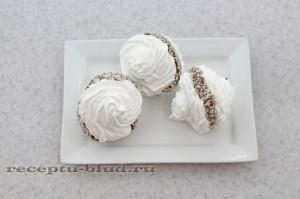 Пирожное безе с шоколадным кремом