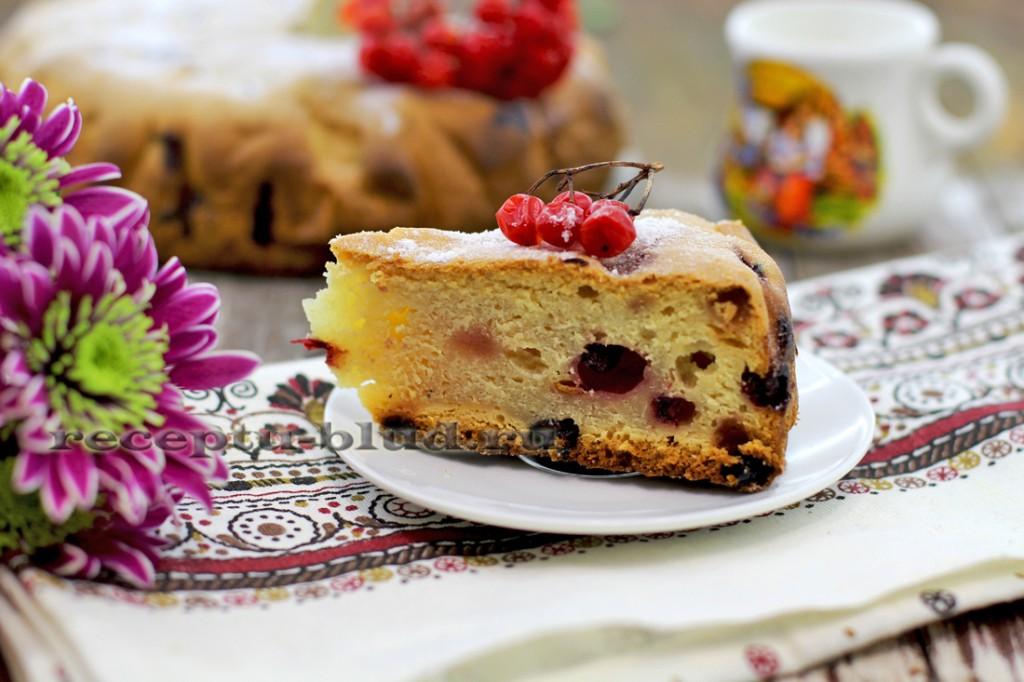 Сметанный пирог со смородиной